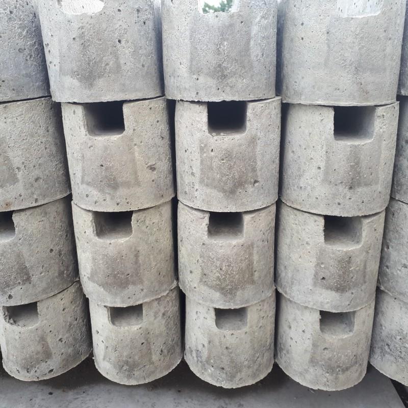 betonpaal gleuf 220 begin of eind voor houten scherm