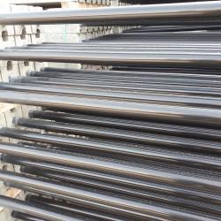 betonvoet met gelakte paal dia 48 lengte paal 180cm