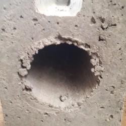 Betonvoet hoek voor metalen paal gat dia 72 en plaat 40 cm